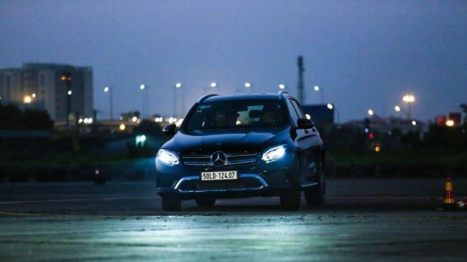 Lái xe cần sử dụng đèn khi đi đêm một cách hợp lý
