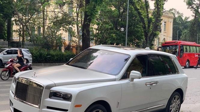 Rolls-Royce Cullinan bản tiêu chuẩn 7,4 tỷ ở Mỹ về Việt Nam đội giá tăng gấp 5-6 lần.