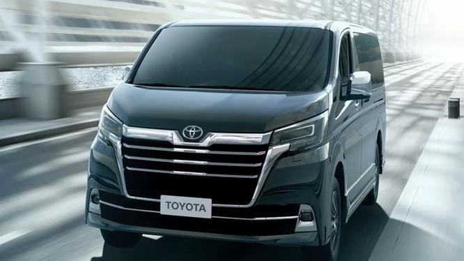 Toyota Granvia.