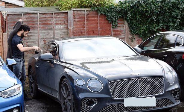 Mohamed Salah với chiếc Bentley Continental GT mới
