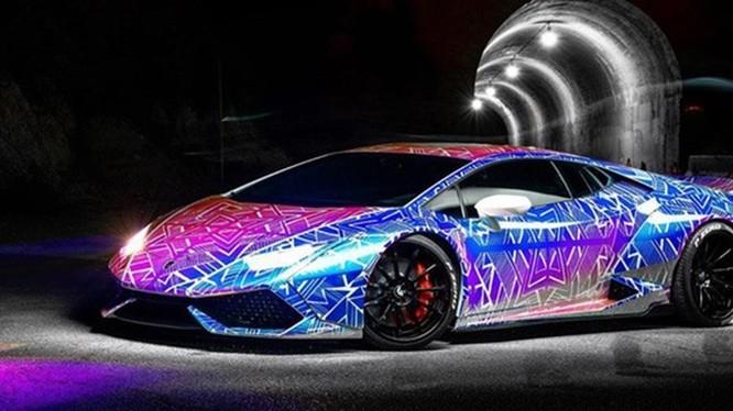 Siêu xe Lamborghini được độ với màu sắc sặc sỡ. Ảnh: Carscoops