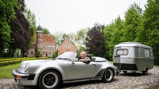Ông Volker Schiersch bên cạnh chiếc Porsche 911 Speedster G-series ra đời năm 1989. Ảnh: Carbuzz