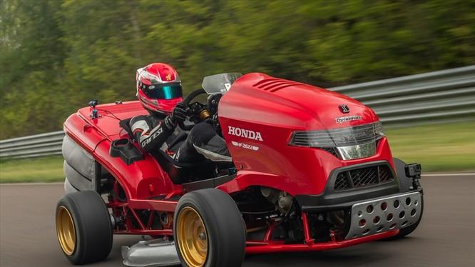 """Xe cắt cỏ được """"độ"""" mới này có tên Honda Lawnmower. Ảnh: Honda"""
