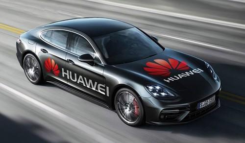 Chiếc Porsche Panamera được điều khiển bằng điện thoại di động với phần mềm AI của Huawei. Ảnh: Huawei