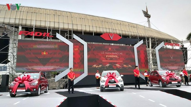 Xe Fadil là mẫu xe cỡ nhỏ tại Việt Nam và cạnh tranh trực tiếp với các đối thủ: Hyundai i10, Kia Morning, Toyota Wigo...