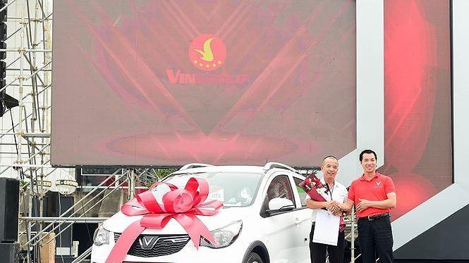Những chiếc VinFast Fadil đầu tiên được giao đến tay khách hàng.