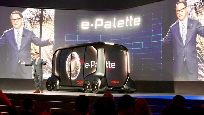 Chiếc xe buýt dạng module có tên e-palette là nền tảng xe tự hành quan trọng của Nhật Bản hiện nay.