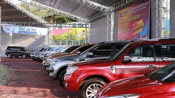 Hội chợ Oto.com.vn lần 1 (tại TP HCM) đã hút hơn 2.500 lượt khách tham quan và gần 100 xe đặt mua ngay trong 2 ngày tổ chức.