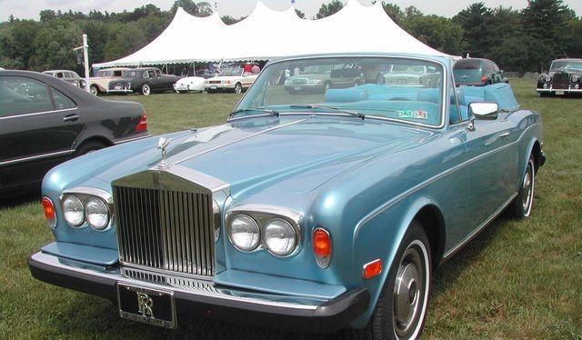 Rolls-Royce đã ngừng sản xuất dòng Corniche từ năm 2002.