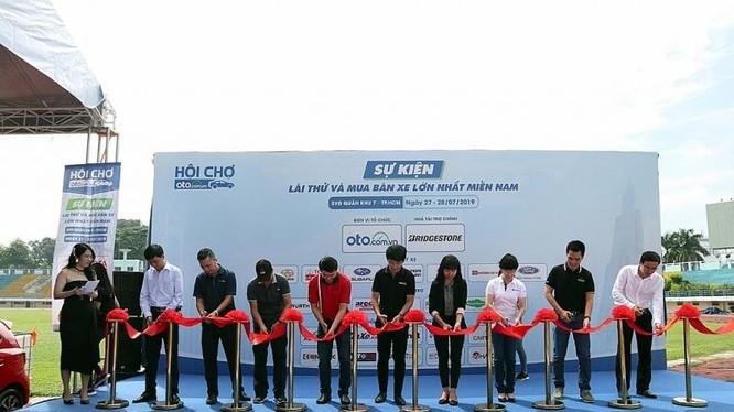 Ngày 27/07, tại SVĐ Quân khu 7, TP. Hồ Chí Minh Hội chợ Oto.com.vn lần 3 đã khai mạc với sự góp mặt của hàng trăm mẫu xe mới, cũ ăn khách đến từ các đại lý bán xe lớn, uy tín hàng đầu khu vực phía Nam