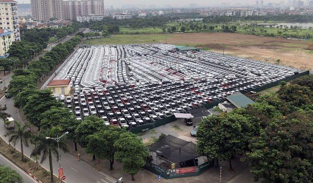 Có những thời điểm các dòng xe nhập khẩu đỗ chật các kho bãi của các thương hiệu Nhật Bản chờ thông quan để đến tay người tiêu dùng