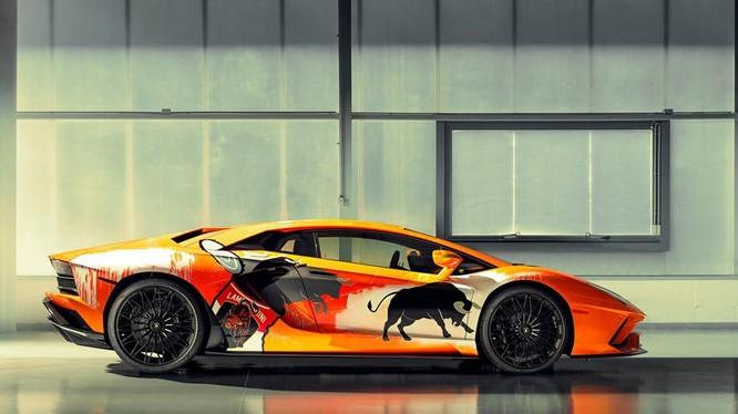 Mẫu Lamborghini Adventador S được sơn lại bởi Skyler Gray. Ảnh: Carbuzz