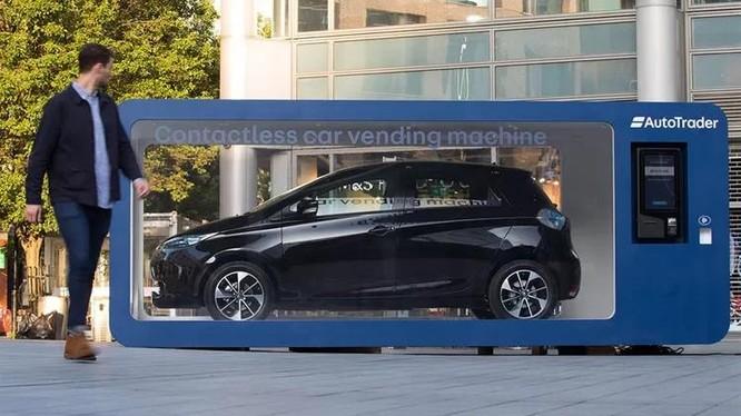 Máy bán ôtô tự động không cần tiếp xúc của Auto Trader nằm ở khu thương mại Spitalfields, London.