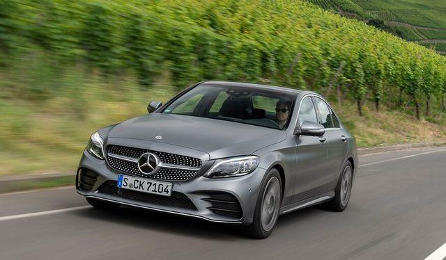 Triệu hồi 28.400 chiếc Mercedes-Benz C-Class vì nguy cơ văng ắc-quy khỏi vị trí trong khoang động cơ