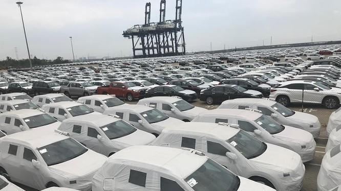 Ô tô nhập khẩu qua cảng Hiệp Phước. Ảnh: T.H