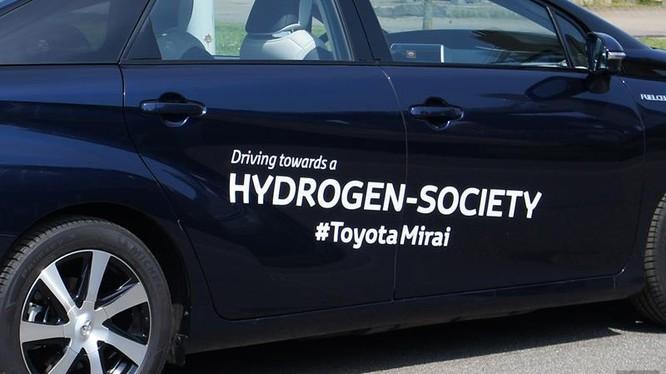 Những chiếc ôtô thử nghiệm của Tổ chức nghiên cứu khoa học và công nghiệp quốc gia Australia về bản chất là ôtô sử dụng động cơ điện.