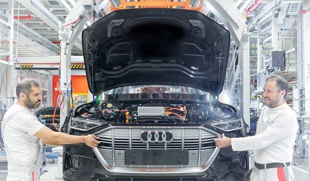 Mẫu E-Tron SUV đang phải sản xuất cầm chừng do thiếu nguồn cung cấp pin.