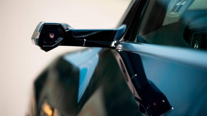 Camera thay gương chiếu hậu trên Audi e-tron. Ảnh: Audi