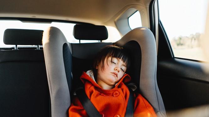 Ngay cả khi ở ngoài trời chỉ 21 độ C, nhiệt độ trong xe ô tô có thể nhanh chóng nóng đến hơn 48 độ.