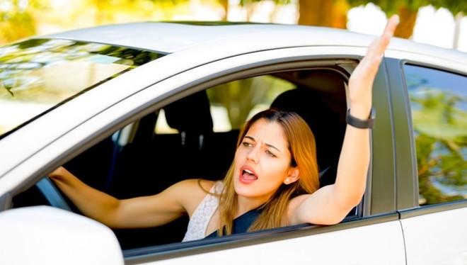 Ảnh minh họa: Những điều không may có thể xảy ra bất thình lình khi đang lái xe.