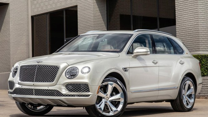 """Mẫu SUV mới mà hãng Bentley công bố có ngoại thất giống với """"cha đẻ"""" nó là chiếc Bentley Bentaya. Ảnh: Carbuzz"""