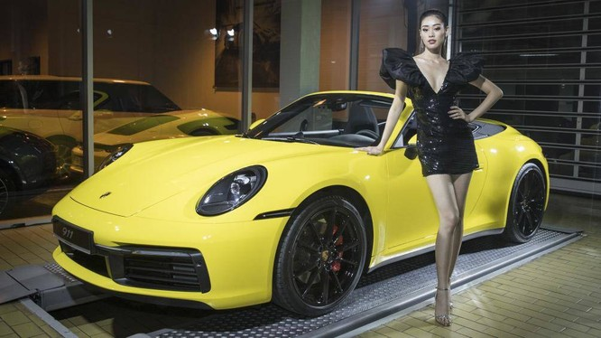 Thế hệ thứ 8 của dòng xe huyền thoại Porsche 911 đã chính thức ra mắt tại Việt Nam với 2 mẫu xe 911 Carrera S và 911 Carrera S Cabriolet