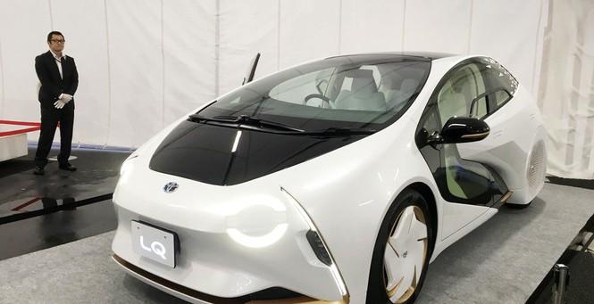 Mẫu xe điện LQ của Toyota có thể giao tiếp với tài xế bằng giọng nói, tự động lái. Ảnh: Tuấn Nguyễn