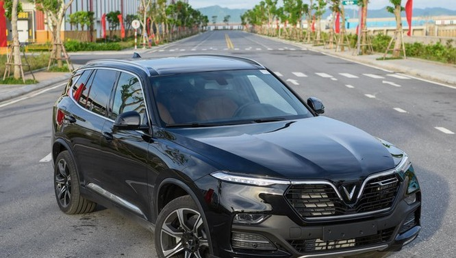 VinFast từ dự định nâng giá Lux SA2.0 thành 2 tỷ vào tháng 9/2019. Ảnh: Minh Quân.