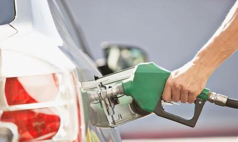 Đổ nhầm dầu diesel cho ô tô chạy bằng xăng tuy không nguy hiểm nhưng cũng làm xe chết máy