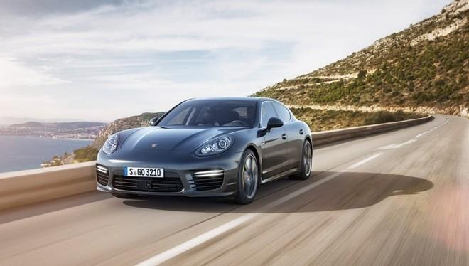 Porsche triệu hồi hơn 50.000 chiếc Cayenne và Panamera.