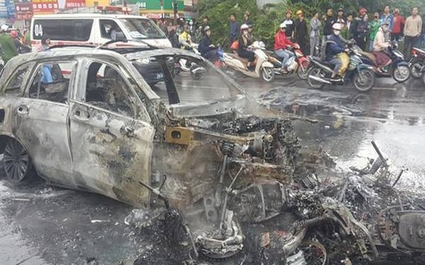 Toàn bộ các phương tiện bị nạn cháy rụi
