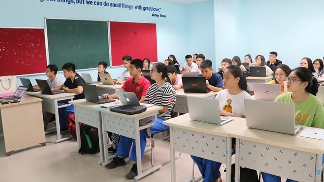 Mọi học sinh của hệ thống giáo dục phổ thông trên toàn quốc đều có hồ sơ điện tử trên cơ sở dữ liệu của Bộ Giáo dục và Đào tạo