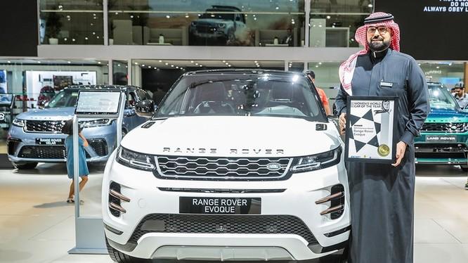 Giải thưởng giành cho dòng xe Evoque được công bố bởi ông Shereen Shabnam - thuộc hội đồng WWCOTY tại Triển lãm ô tô quốc tế tại Dubai.