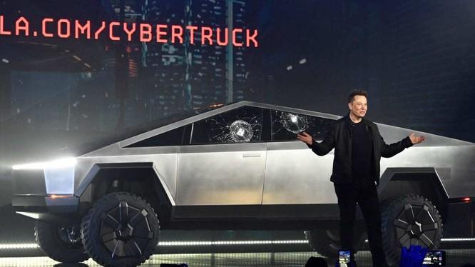 Màn trình diễn của Elon Musk trong ngày ra mắt bán tải điện đã trở thành đề tài đàm tiếu của cư dân mạng