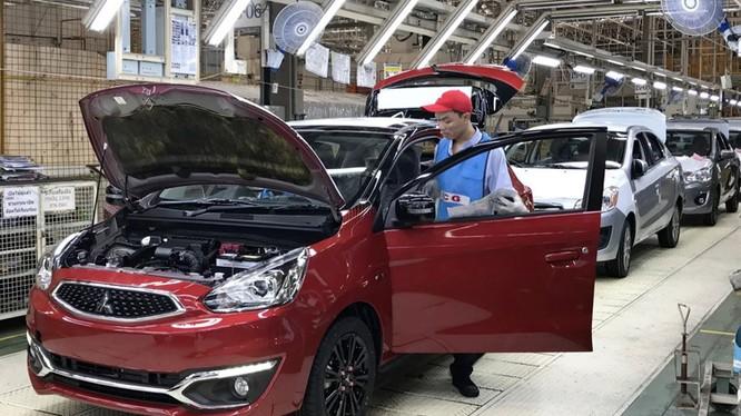 Nhà máy Mitsubishi ở Thái Lan: đồng baht dao động tạo nên những biến động ngược chiều cho nền kinh tế phụ thuộc vào xuất khẩu. Ảnh: Rei Nakafuji