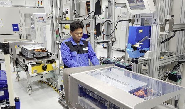 Nhà máy có diện tích 50.000 m2 và số lượng công nhân sản xuất gồm 100 người.