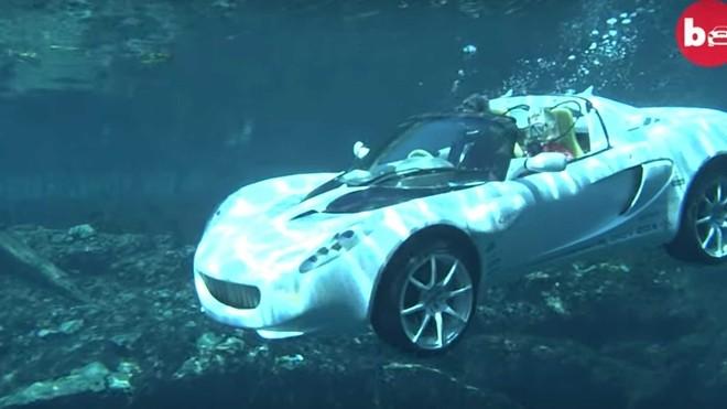 Đây là chiếc xe duy nhất trên thế giới có khả năng... lặn