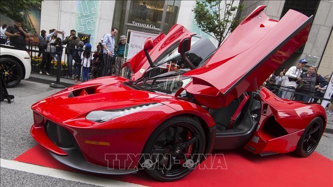 Một xe Ferrari F150 được trưng bày tại triển lãm xe Yorkville 2019 ở Toronto, Canada. Ảnh: THX/TTXVN