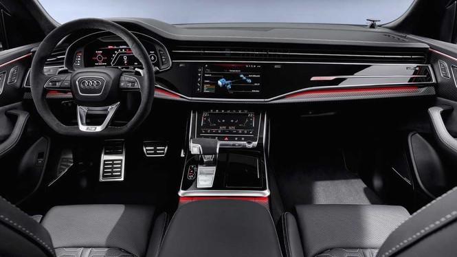Bên trong xe Audi