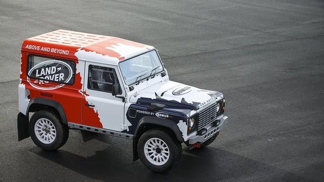 Được thành lập vào năm 1985, Bowler đi tiên phong trong việc sản xuất những chiếc xe cạnh tranh chuyên dụng ở Anh và đã đạt được thành công trong các sự kiện đua xe địa hình quốc tế.