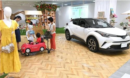 Một đại lý Toyota ở Odawara, phía tây nam Tokyo. Các hãng xe đang có những cách tiếp cận mới để bán hàng nhằm vực dậy thị trường nhuốm màu ảm đạm. Ảnh: Nikkei