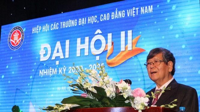 TS Vũ Ngọc Hoàng phát biểu sau khi được tín nhiệm bầu làm Chủ tịch Hiệp hội các trường Đại học và Cao đẳng Việt Nam. Ảnh: Giáo dục Việt Nam