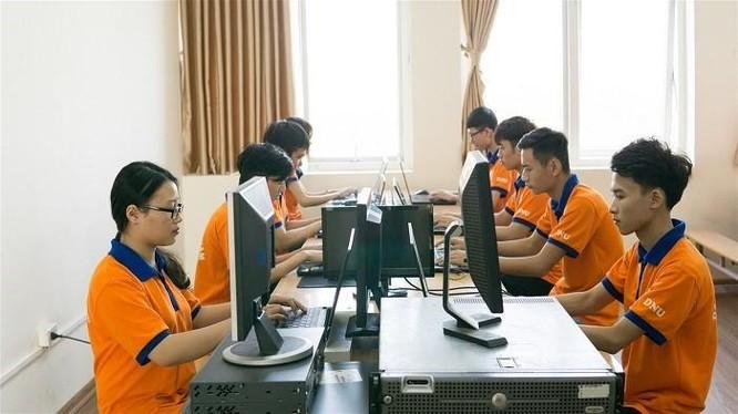 Sinh viên Đại học Đại Nam trong giờ thực hành CNTT
