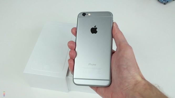"""iPhone 6 32GB là sản phẩm 'lấp chỗ trống"""" thị trường"""