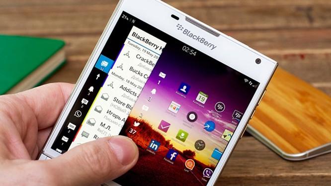 """Điện thoại sử dụng hệ điều hành BlackBerry vẫn được """"Dâu đen"""" hỗ trợ"""