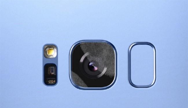camera Galaxy S8 rất dễ dính dấu vân tay