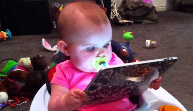 Không nên cho trẻ dưới 18 tháng tiếp xúc với iPad