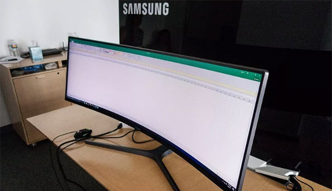 Màn hình của Samsung có kích thước 49 inch