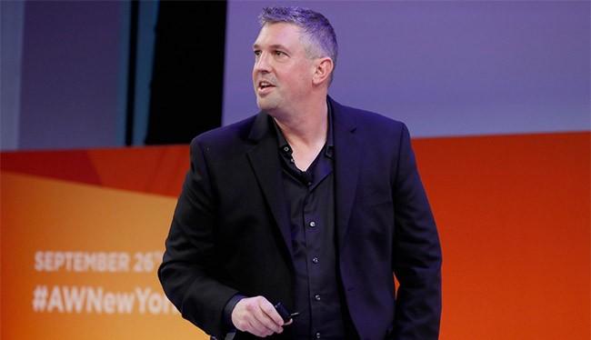Ông Ryan Garvin, Giám đốc mảng Surface của Microssoft