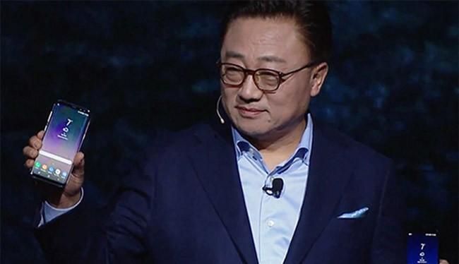 Chủ tịch mảng di động của Samsung, ông D.J Koh ra mắt bộ đôi Galaxy S8/S8+